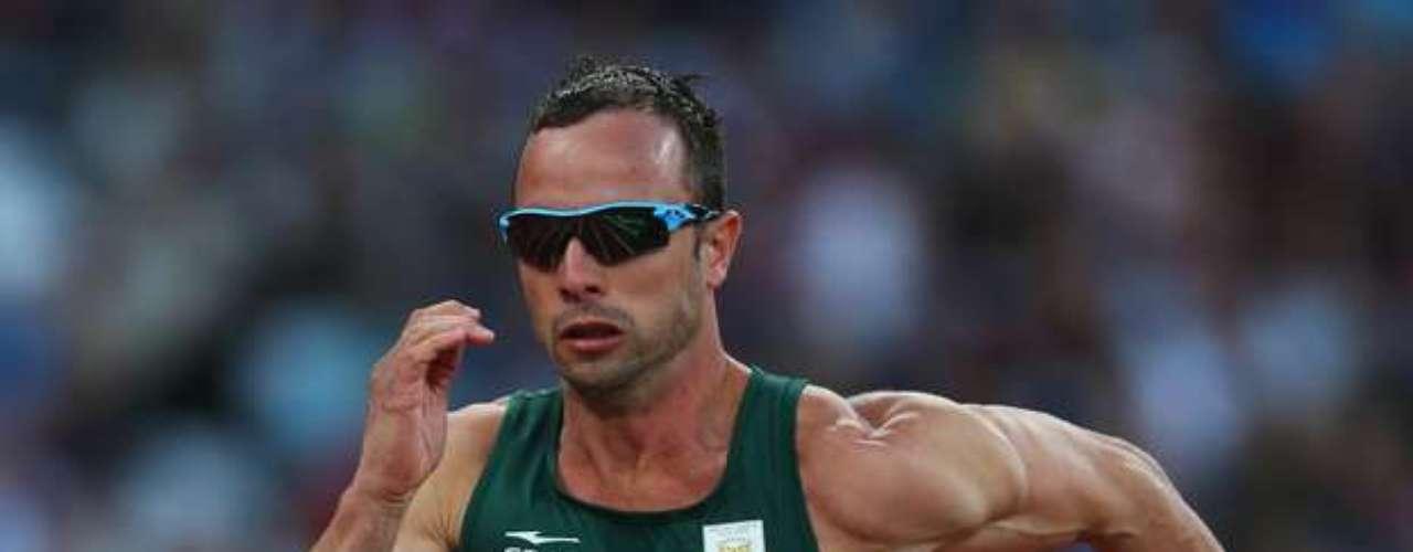 El corredor sudafricano, Oscar Pistorius, se hizo famoso -a los 25 años- con su participación en los últimos Juegos Olímpicos en Londres.