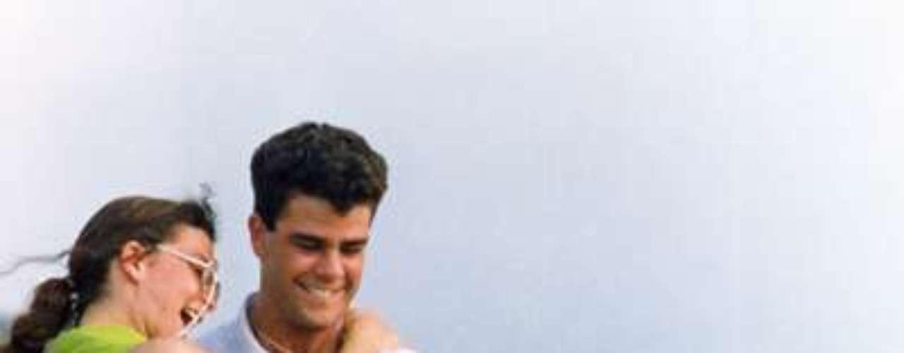 Alcanzar una estrella (1990 - México) Eduardo Capetillo y Mariana Garza (protagonistas en ambas ediciones) rompieron esquemas en lo que eran los argumentos típicos de una telenovela ya que por primera vez se introdujo la música como elemento de gran importancia en la trama.