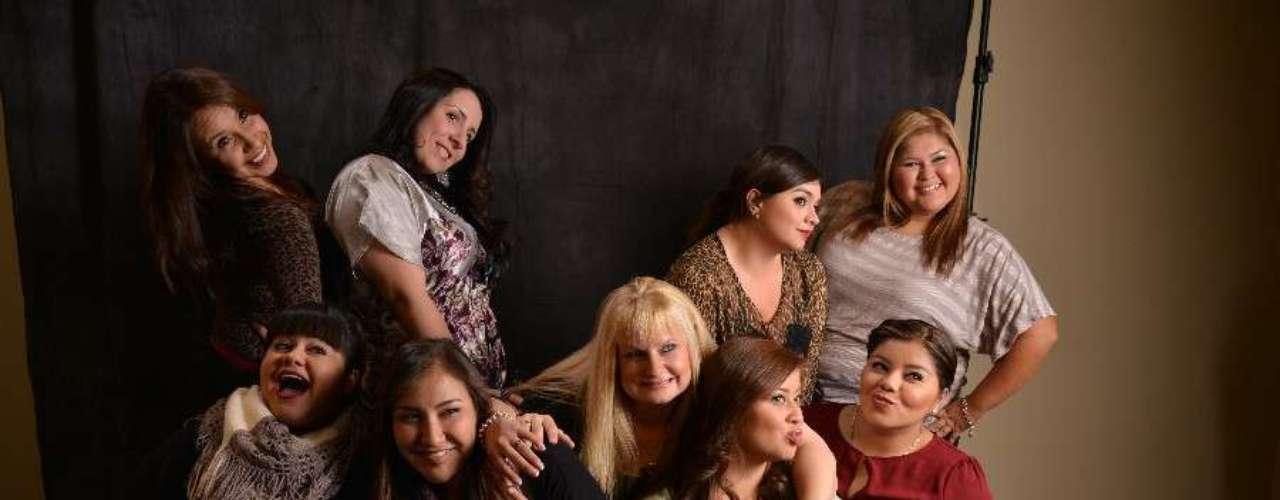 Las chicas del Mariachi Las Divas de Cindy Shea posan contentas, después de ensayar su show.