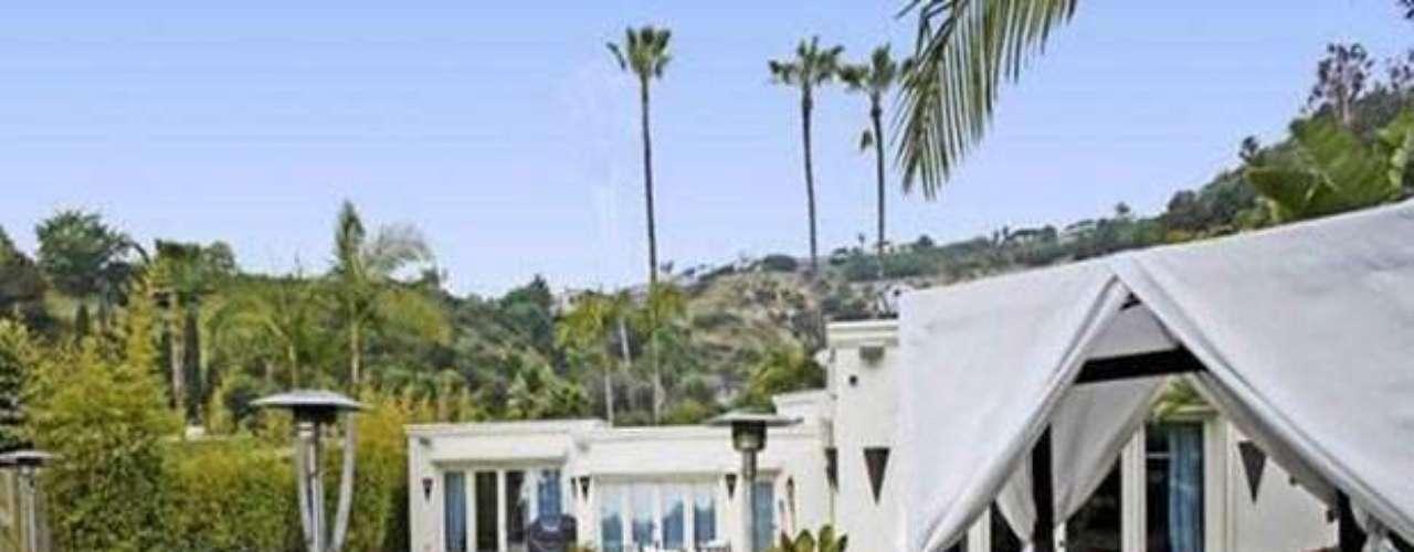 Como hemos visto la pareja compuesta por Javier Bardem y Penélope Cruz está pasando por uno de sus mejores momentos. Los Ángeles no sólo les ha acogido como su nuevo hogar en su espectacular mansión de estilo balinés,  si no  también les ha reconocido el gran talento de esta famosa pareja española develando la estrella en el paseo de la fama de Hollywood, para Bardem, el antagonista de  Skyfall, el último film de James Bond protagonizado por Daniel Craig.