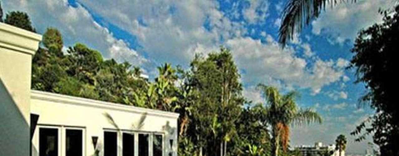 En vísperas de la fecha de estreno de la saga en los Estados Unidos, el pasado 8 de Noviembre Javier Bardem, el antagonista de Skyfall, develó su estrella en el Paseo de la Fama de Hollywood, ubicada a dos pasos de la de su esposa Penélope Cruz.