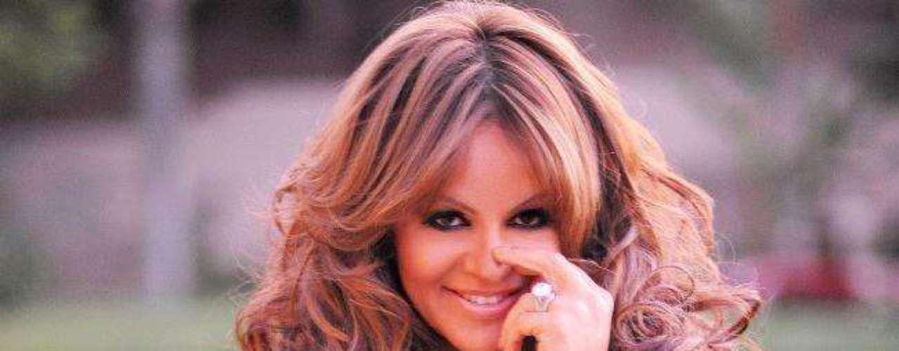 A pesar de los escándalos surgidos luego de su separación de Esteban Loaiza, Jenni Rivera lanzó al mercado su nuevo disco \