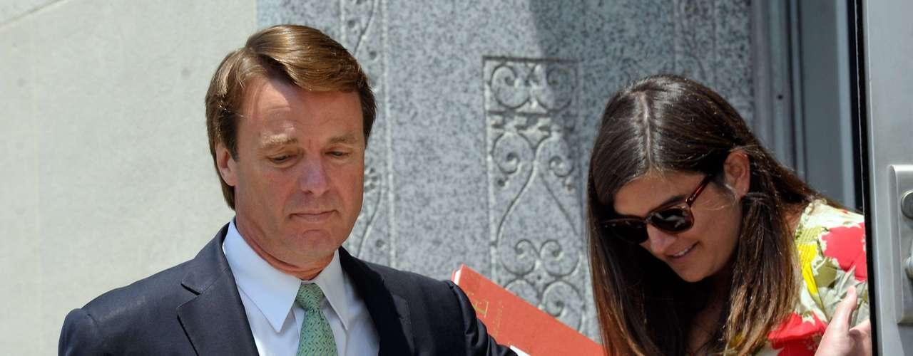 Mientras, el ex senador, John Edwards, mantuvo una relación extramarital cuando su esposa Elizabeth estaba gravemente enferma de cáncer. El lío de faldas llegó hasta los tribunales porque fue acusado de usar fondos de su partido para tratar de ocultar a su amante embarazada. Según se dilusidó en corte, Edwards usó 900,000 dólares para ocultar que estaba engañando a su esposa, Elizabeth, mientras buscaba la nominación presidencial por el partido demócrata en 2008.
