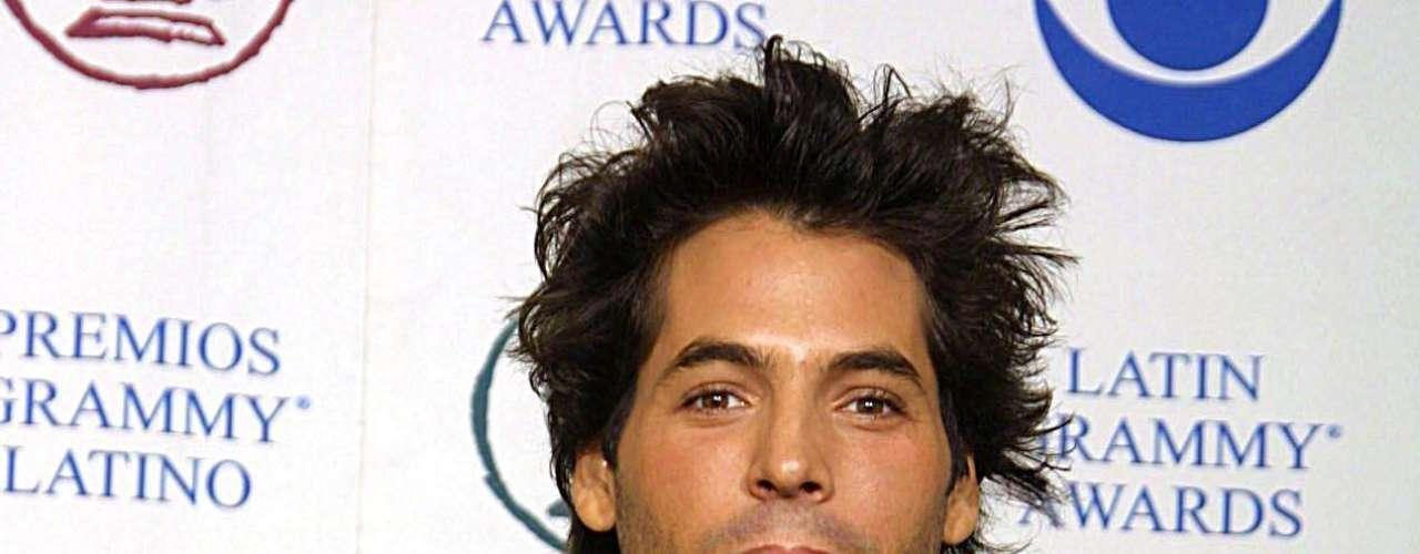 Jorge Moreno ganó en el 2002. Ese mismo año estaban nominados Cabas, Circo, Gian Marco y Sin Bandera.