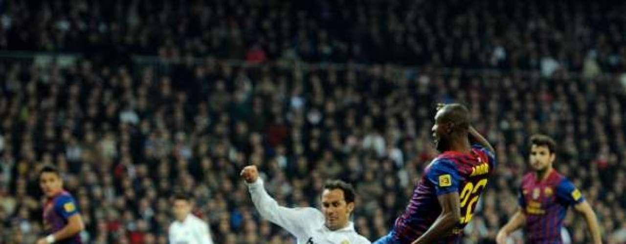 Fuerza y corazón es la que hasta hace poco le aportó Eric Abidal al Barcelona y la selección francesa. \