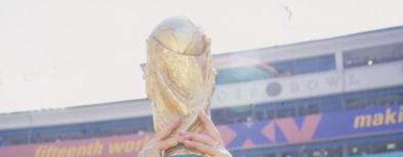 Branco tenía una pegada 'mortal' y marcaba goles de tiro libre, tal como el que le hizo a Holanda en Cuartos de Final de la Copa del Mundo de Estados Unidos '94, misma en la que se coronó con Brasil.