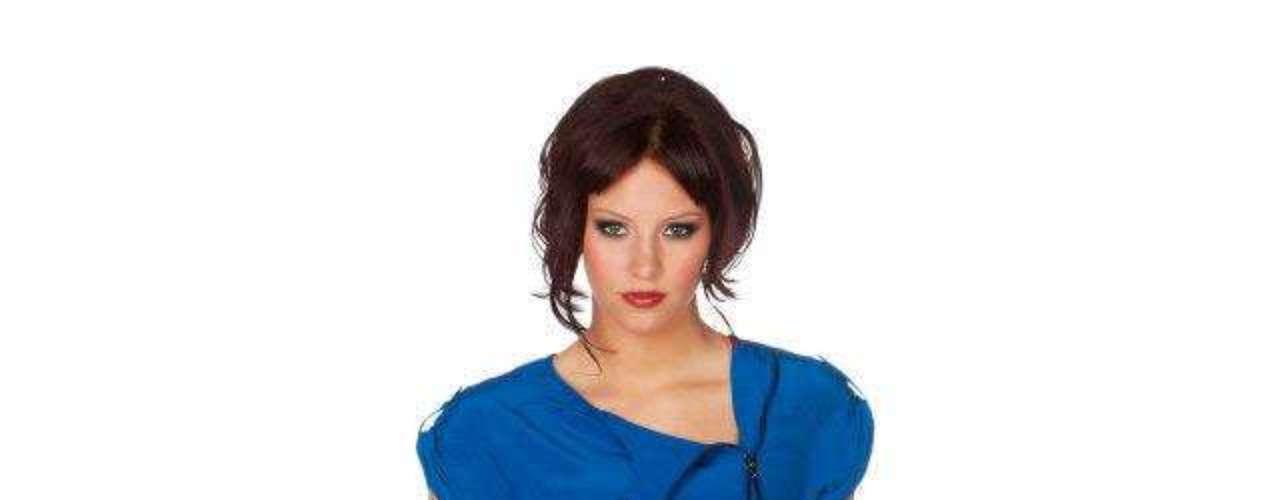 Alicia mide 1.75 metros de estatura, por su cabello de color rojo y sus ojos azules, es una mujer llamataiva y con un contraste inusual pero muy favorecedor. ¿Crees que podría lograr la segunda corona para su país?