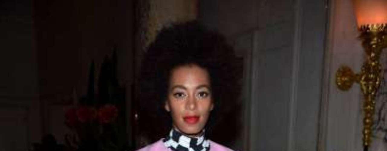 La cantante,actriz y modelo Solange Knowles ocupa el sexto lugar. En nuestra opinión este look fue desastroso, ¿ustedes qué opinan?