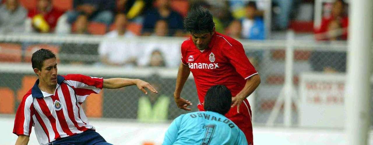 Ahora en el Repechaje del Apertura 2003, pero un año después Chivas acudía a su cita con Toluca y de nueva cuenta sería sometido. Los Diablos volvieron a golear ahora 4-0 al Rebaño. El primer tiempo terminó empatado 0-0, pero en el complemento José Cardozo se destapó con un doblete y Salvador Carmona y Vicente Sánchez redondearon la victoria.