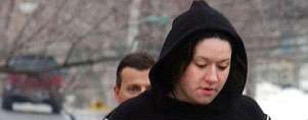 Después de una caminata de 30 minutos, la pareja fue llevada a cumplir penas de 45 días que incluyeron recibir tratamiento por drogas y alcohol.