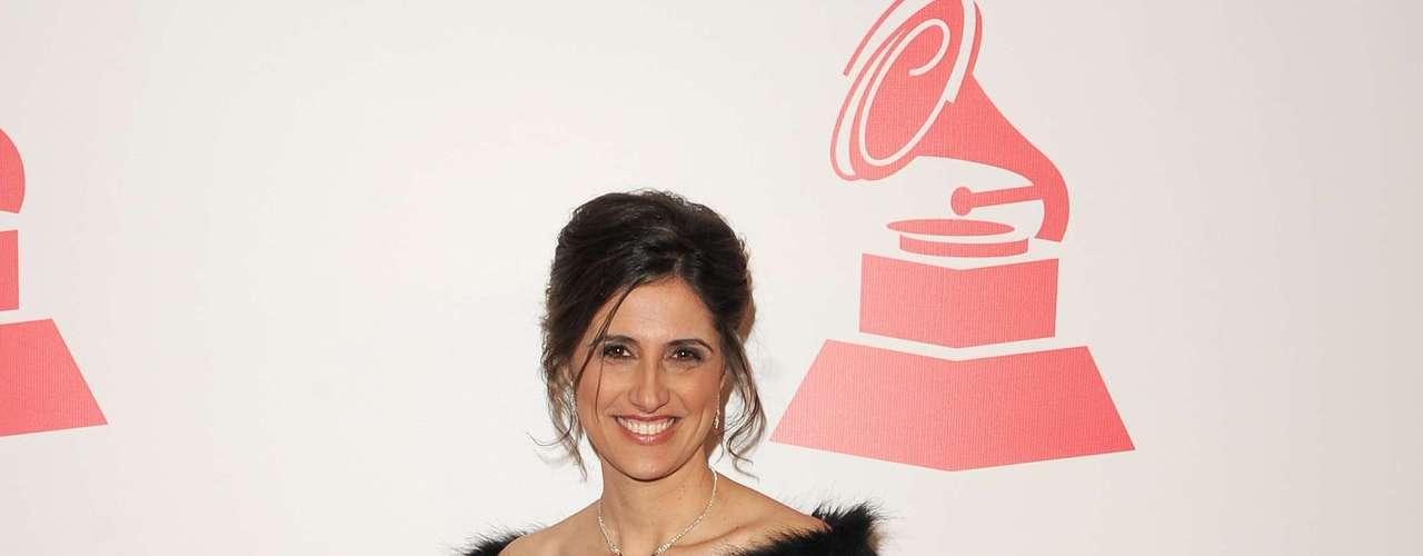 La cantante Karla Floravante en la alfombra roja en honor a Caetano Veloso quien fue recipiente del premio \
