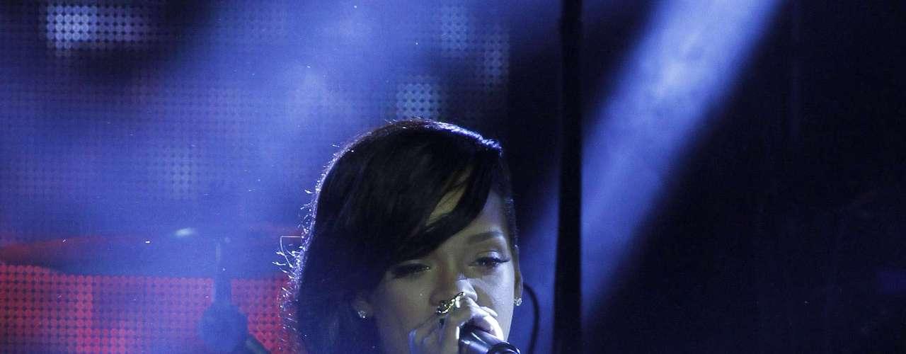 Antes de continuar con su espectáculo caliente, Ri-ri aprovechó para disculparse por la demora que tuvo este concierto: \