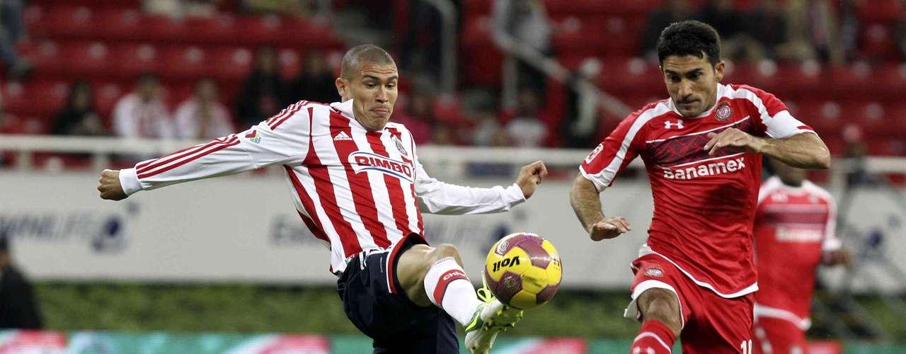 Chivas no aprovechó la localía y pierde 2-1 ante toluca en el partido de Ida de los Cuartos de Final
