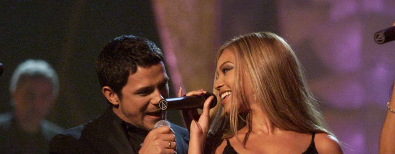 Alejandro Sanz and Beyoncé get cozy during their performance at the 2001 Grammys where Destiny's Child sang \