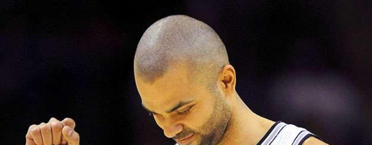NY Knicks vs. Spurs: Tony Parker celebra su enceste. Los Knicks de Nueva York remontaron una desventaja de 12 puntos para vencer 104-100 a los Spurs de San Antonio.