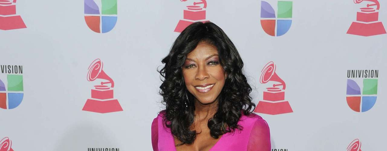 HIT: We love when women take risks at events with brigh and vibrant colors. Natalie Cole wore a fucsia dress that impressed everyone present.