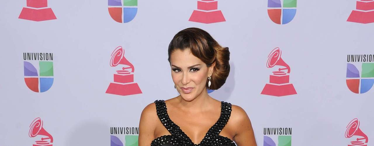 MISS: Ninel Conde continues to hit new lows with her fashion choices to these award shows.