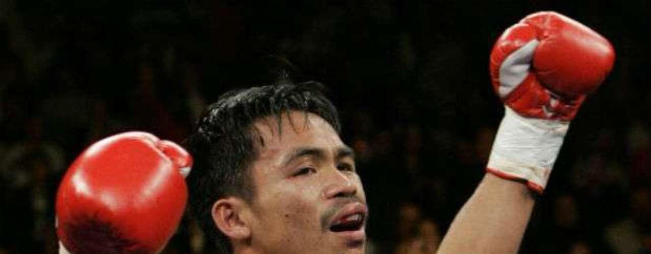 El filipino Manny Pacquiao no podría faltar en esta lista. Ha sido campeón en ocho categorías distintas. Fue monarca Ligero y Superligero de la OMB. Su marca es hasta el momento de 54 triunfos, cuatro derrotas y dos empates.