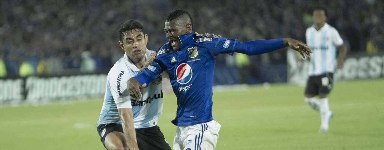 Esta fue la jugada que puso a vibrar El Campín, minuto 45 y en el área cayó Martínez...