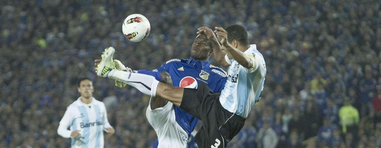 Cosme tuvo dos claras para abrir el marcador que mandó fuera, Wilberto tuvo revancha, metió el primero y centró el balón para el segundo gol