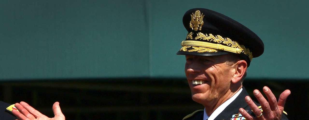 Fiel a su promesa, Petraeus invitó a Broadwell a correr junto al río Potomac, en la capital, en 2008 y, según el prefacio de su biografía, fue el sprint final de Broadwell tras el ritmo agotador de Petraeus el que \