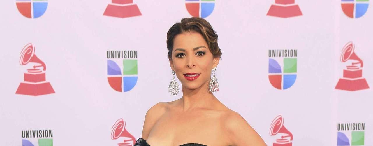 La periodista Lourdes Stephen elagante y sensual en la alfombra verde del Latin Grammy 2012, realizado en el Mandalay Bay Events Center de Las Vegas, Nevada.