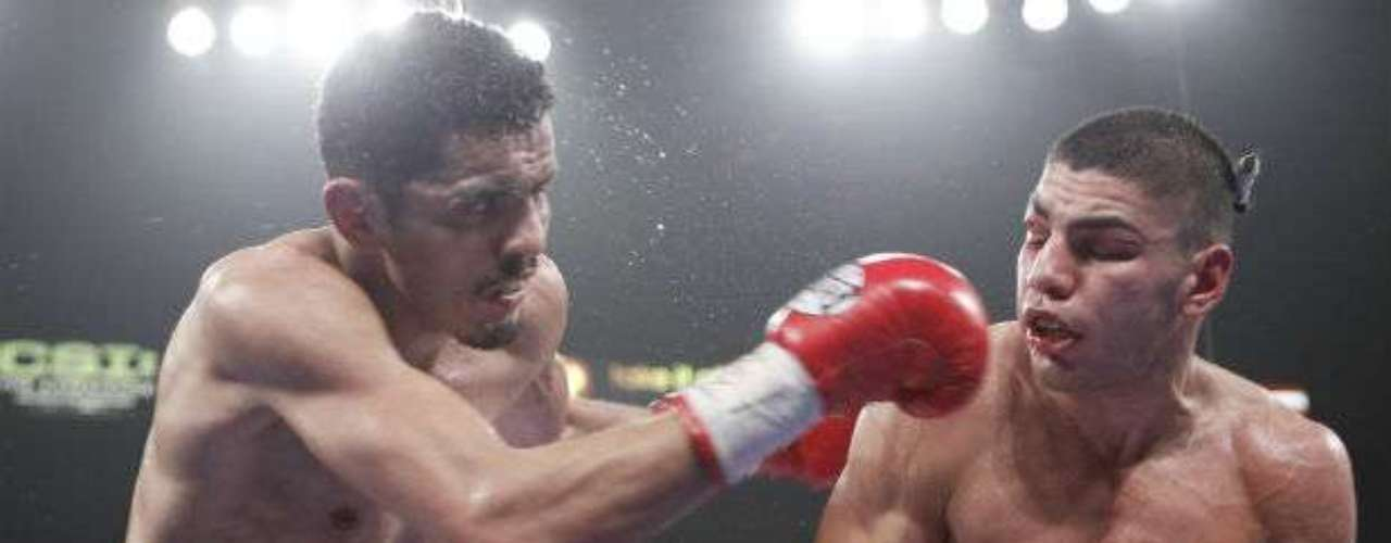 Apenas en octubre, el mexicano Miguel 'Títere' Vázquez (izquierda) ganó por decisión unánime a Marvin Quintero para retener el cinturón ligero de la FIB. Por parte de la OMB el campeón es el británico Ricky Burns mientras que por la AMB el título está vacante.