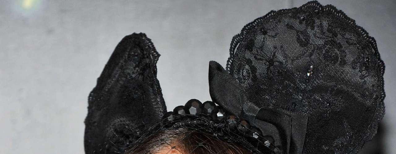 Sin embargo, lo que más llamó la atención fue el sombrero con orejitas negras.