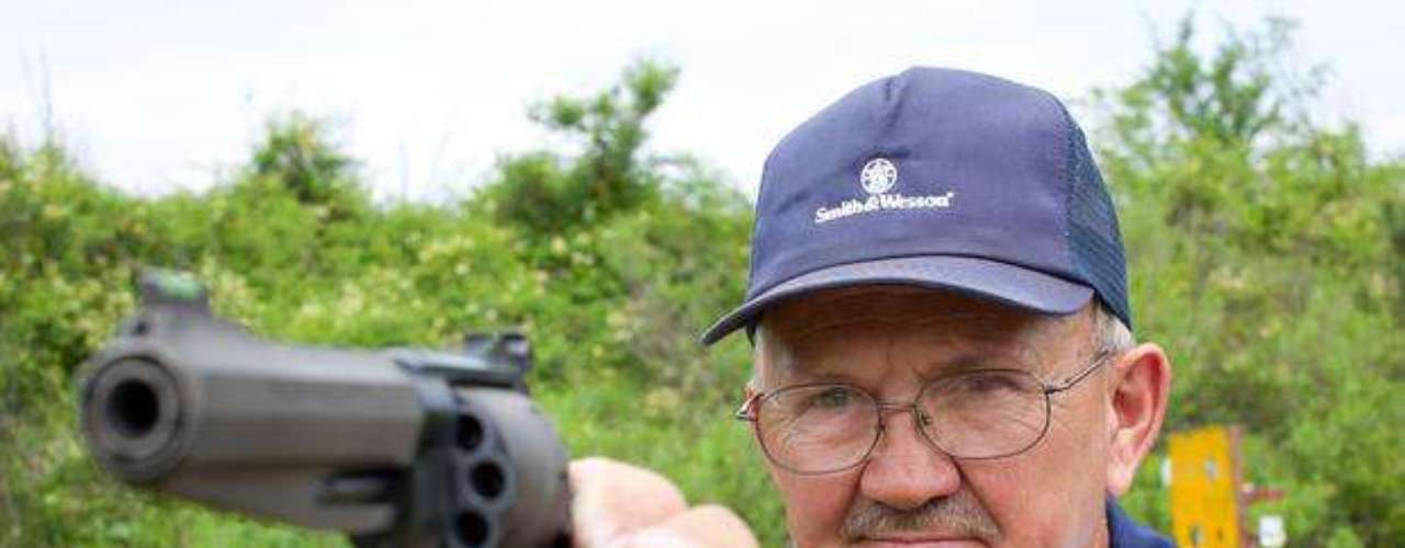 En el programa se verá cómo Jerry Miculek tratará de vaciar el cañón de un arma en menos de 1 segundo.