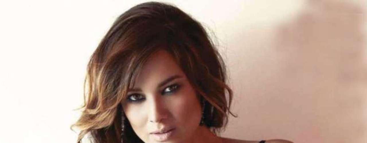 La intérprete de la 'Chica Bond', luce su figura en la edición de noviembre de Esquire.
