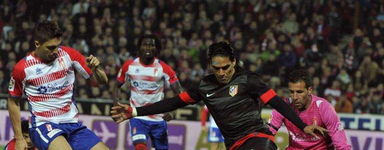 El colombiano Radamel Falcao no anduvo fino de cara al marco, pues sí tuvo algunas chances para marcar.