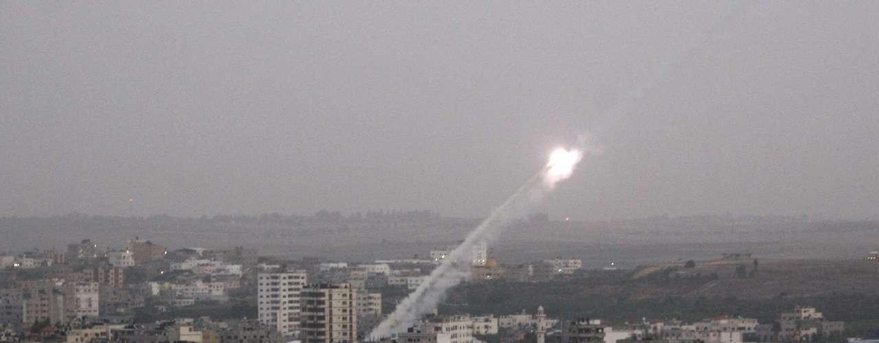 Amos, un jubilado, coincide en que los militantes palestinos representan una amenaza real. \