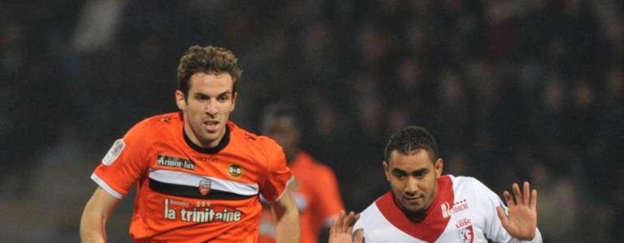 Lorient venció 2-0 al Lille en el inicio de la jornada 13 de la Ligue 1 de Francia, que dejó a Lyon como nuevo líder, a Burdeos en el segundo y PSG y Marsella cayeron al tercer y cuarto lugar respectivamente.