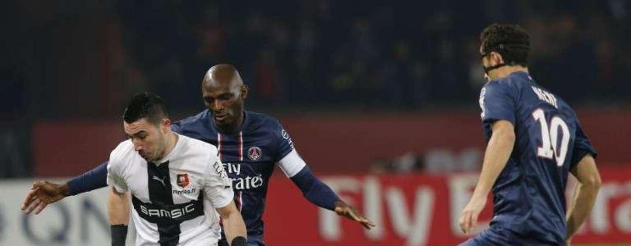 Paris Saint Germain perdió 2-1 como local ante el Stade Rennais y también cayó a la tercera posición de la tabla.