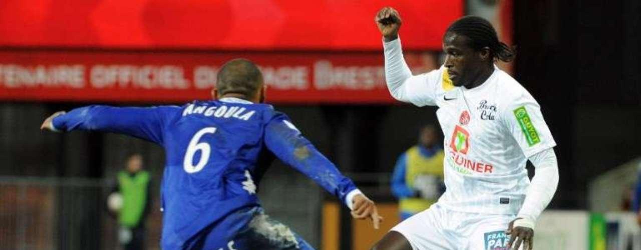 El Brest goleó 3-0 al Bastia con doblete de Larsen Touré y autogol de Eden Ben Basat.