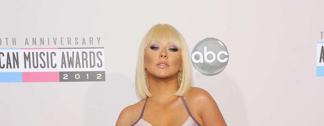 Quizás tenga unas libritas de mas, pero Christina Aguilera demostró que sus curvas aun son peligrosas.