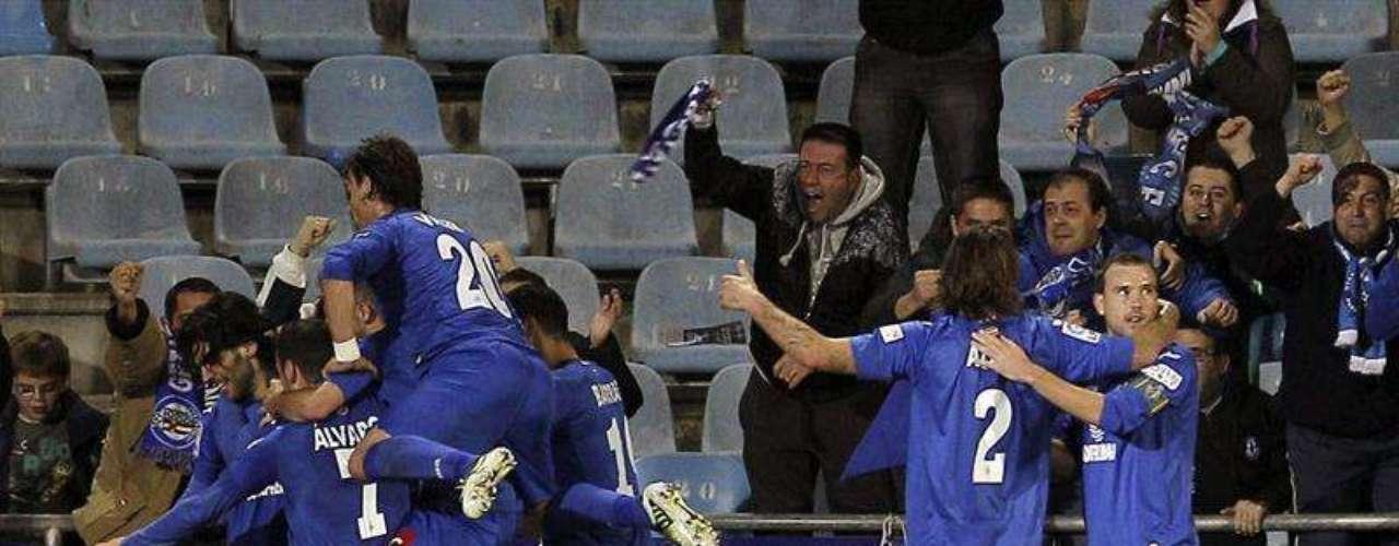 Getafe áprovechó su localía y doblegó 2-1 al Valladolid.