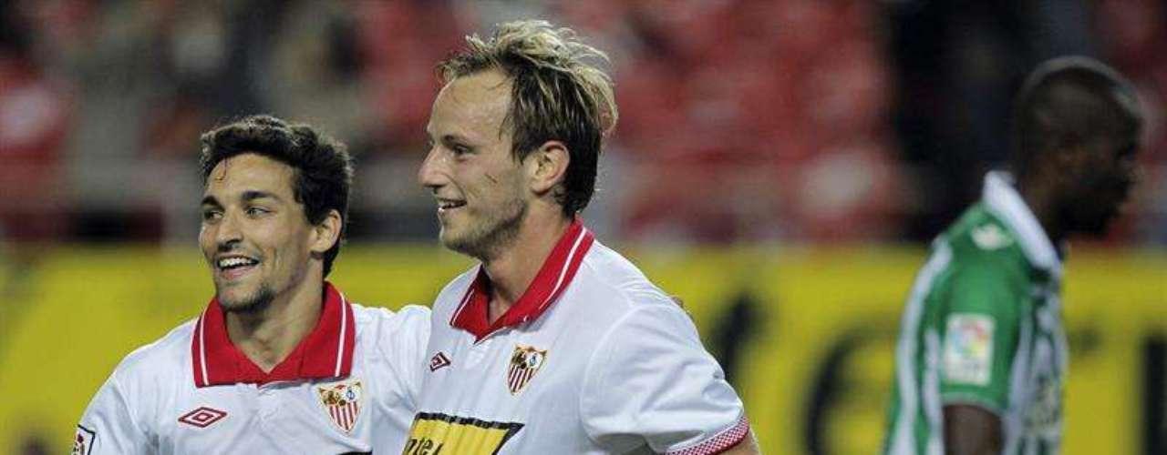 Sevilla despedazó 5-1 al Betis en el derbi andaluz.