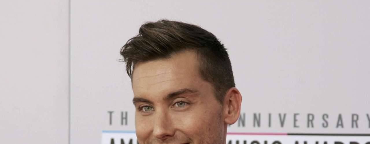 Pop star Lance Bass arrives at the 40th American Music Awards in Los Angeles, California November 18, 2012.