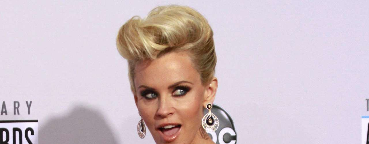 Actress Jenny McCarthy arrives at the 40th American Music Awards in Los Angeles, California, November 18, 2012.
