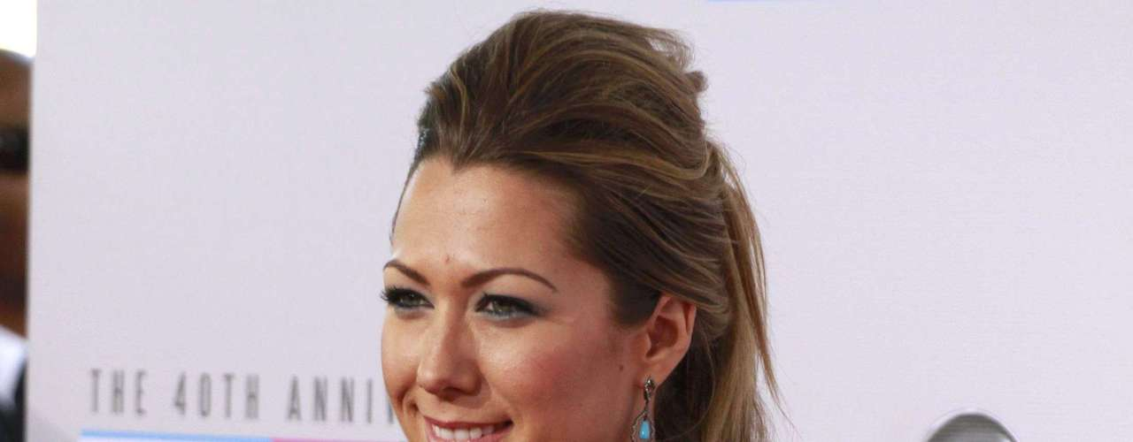 Singer Colbie Caillat arrives at the 40th American Music Awards in Los Angeles, California, November 18, 2012.   REUTERS/Jonathan Alcorn (UNITED STATES  - Tags: ENTERTAINMENT)   (AMA-ARRIVALS)