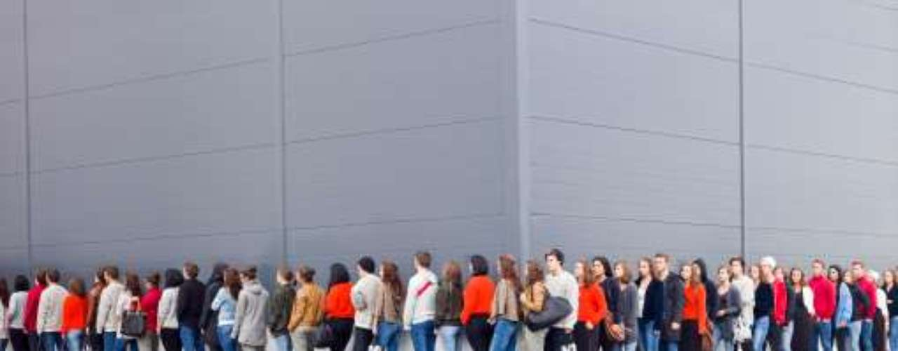 9- Armate de paciencia: millones de personas saldrán de compra en Black Friday, todas buscando ofertas y descuentos. Practica el sentido común, se paciente y presta atención a las instrucciones de los empleados de las tiendas.