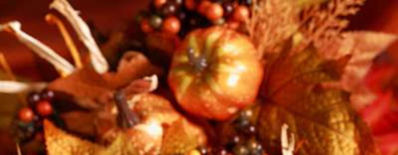 Los centros de mesa son elementos tradicionales en las cenas familiares. La decoración perfecta es la que tiene referencia al otoño y a la recolección de alimentos.