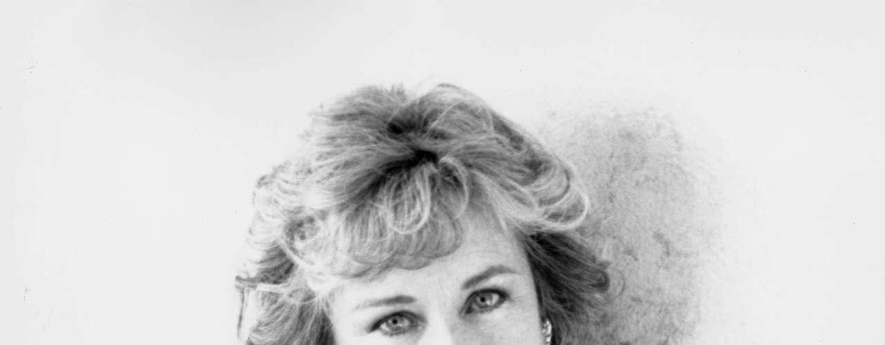 Carol Morris, Miss Universo 1956. Entre 30 mujeres que compitieron por la corona ella obtuvo el título de la belleza y por segunda vez para Estados Unidos. Carol Morris una joven de 20 años, hija de un pastor protestante, llegó a la final del certamen coronada por su antecesora Gladys Rosa Zender Urbina del Perú.