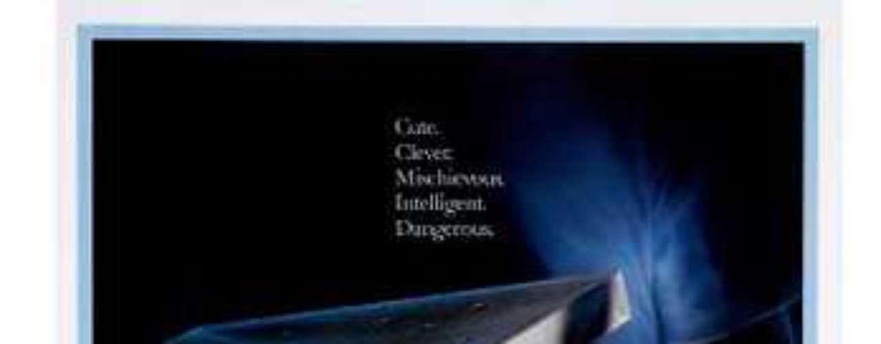 CLÁSICAS: Gremlins, 1984. Rand (Hoyt Axton) es un viajante que un día regala a su hijo Billy (Zach Galligan) una tierna y extraña criatura, un mogwai. El inocente regalo, sin embargo, será el origen de toda una ola de fechorías en un pequeño pueblo de Estados Unidos.