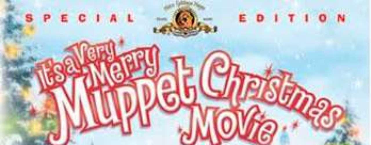 ANIMADAS: It's a Very Merry Muppet Christmas Movie, 2002. Es Nochebuena, y el teatro de los Muppets está a punto de ser derribado. Como las cosas van de mal a peor, Gustavo empieza a pensar que el mundo sería un lugar mucho mejor si él no hubiese nacido. Pero con la ayuda divina y unas divertidas parodias de prácticamente todas las películas navideñas realizadas, Gustavo y los muppets descubren que lo más importante es el cariño que se tienen.