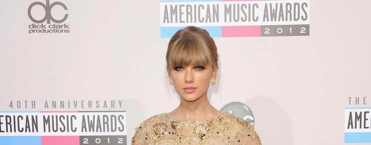 La bella cantante de country Taylor Swift es conocida por su talento, belleza y su femenina silueta. Pero ha revelado que no es de las chicas que se ejercita demasiado, ¿será cierto? Aquí te compartimos algunos de sus secretos para mantenerse en forma.