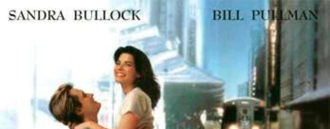 ROMÁNTICAS: While You Were Sleeping - Mientras Dormías, 1995. La joven taquillera del metro, Lucy, cumple el deseo de convertirse en la novia del hombre que todas las mañanas toma el metro, cuando éste cae en coma. Lo que no se espera es la llegada del verdadero amor.