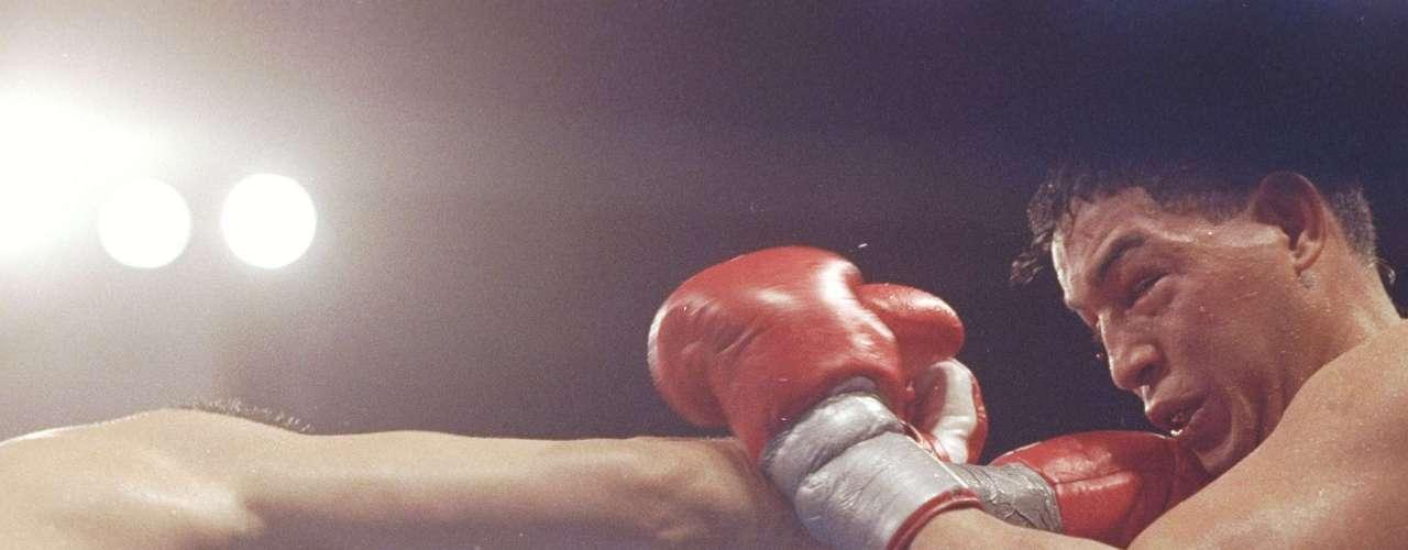 Camacho llegó a esta pelea como uno de los púgiles más populares y carismáticos al que le gustaba utilizar los medios para provocar y molestar a sus oponentes.