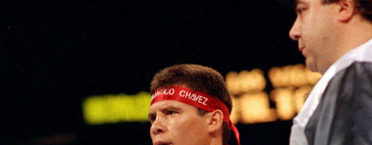 Todo el país esperaba con ansia la llegada de la fecha: 12 de septiembre de 1992. Ese día el Macho se atrevió a retar al gran campeón Julio César Chávez por el título de los súper ligeros del Consejo Mundial de Boxeo.